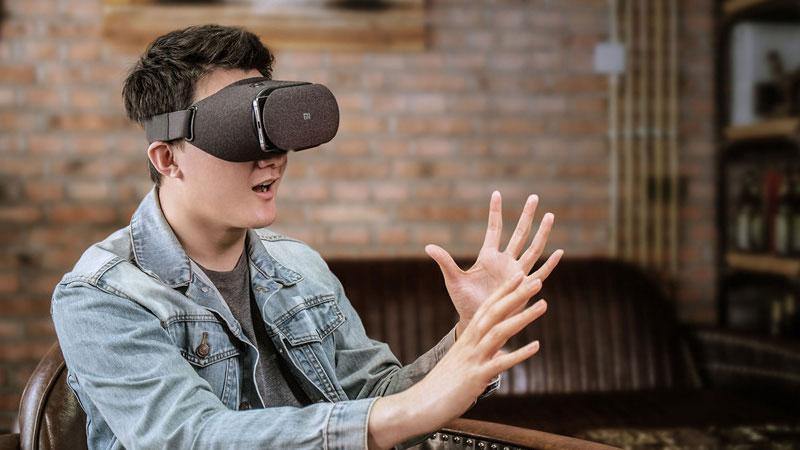 استفاده عینک واقعیت مجازی شیائومی xiaomi MI VR Play 2